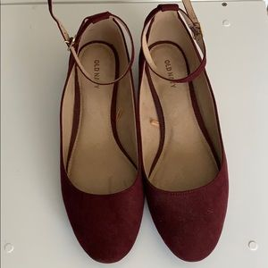 Ballet flat with ankle strap